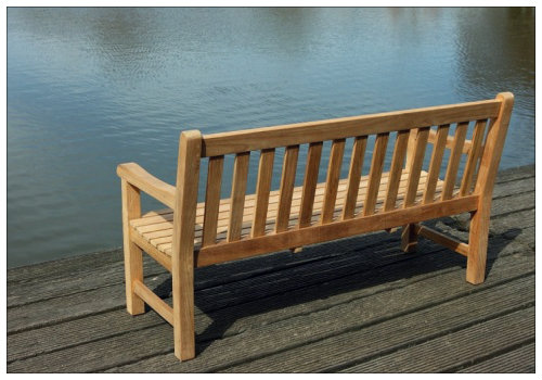 Скамейка на берегу Эльбы