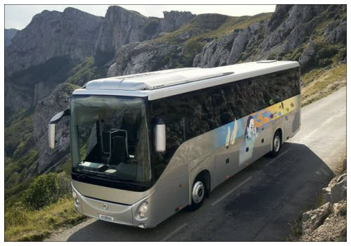 Автобус на дороге.
