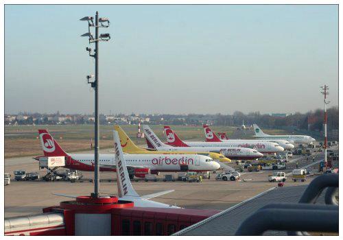 Много самолетов.