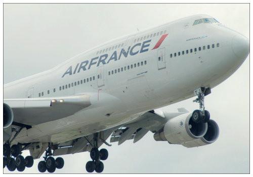 Самолет в воздухе.
