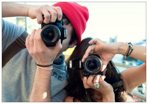 Люди в камерами.