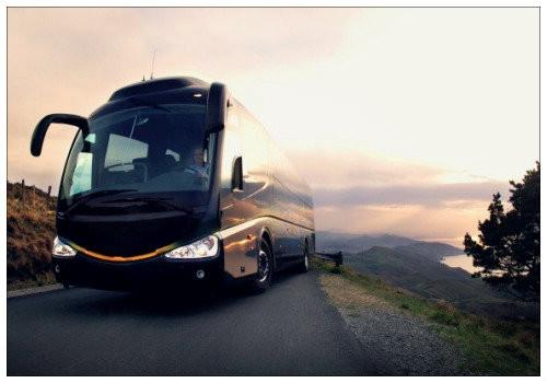 Автобус на трассе.