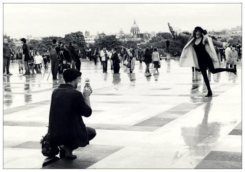 Париж и туристы.