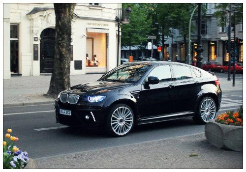 Машина на улице Берлина.