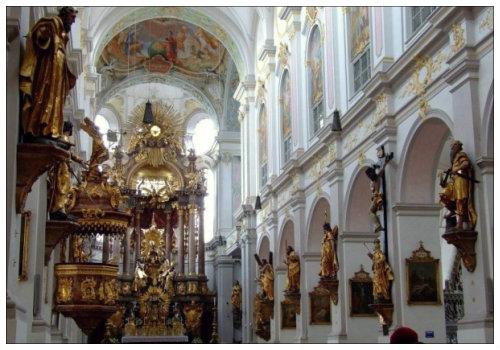Церковь внутри.