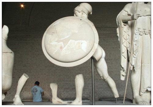 Античные скульптуры.