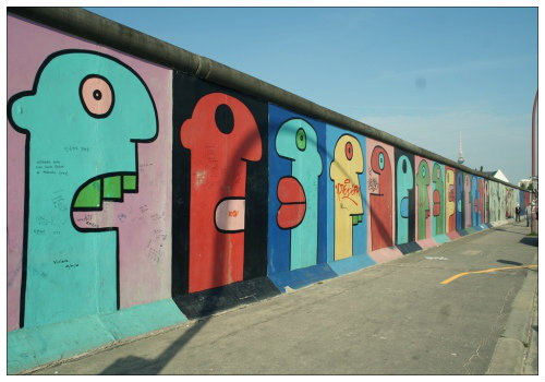Стена в граффити.
