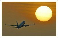Самолет на закате