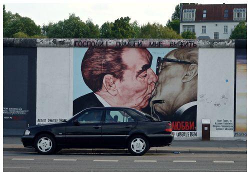Поцелуй.