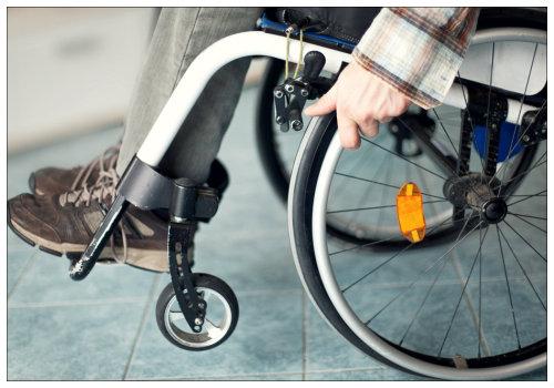 Человек в инвалидном кресле