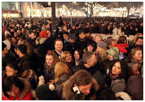 Толпа на площади.
