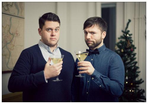 Мужчины с шампанским.