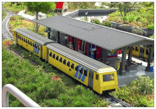 Поезд из конструктора.