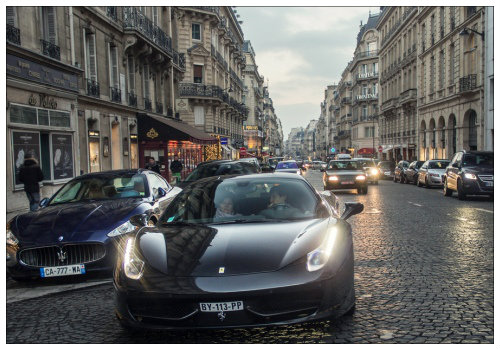 Машина на улицах города