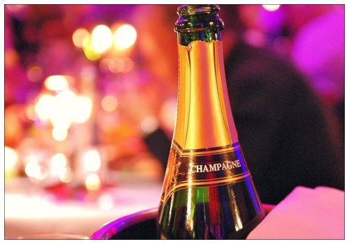 Бутылка шампанского.