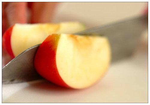 Нарезаем яблоко