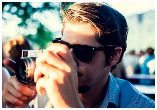 Молодой человек в очках