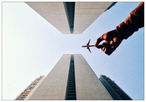 Самолет в руке