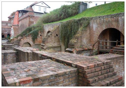 Старинные стены