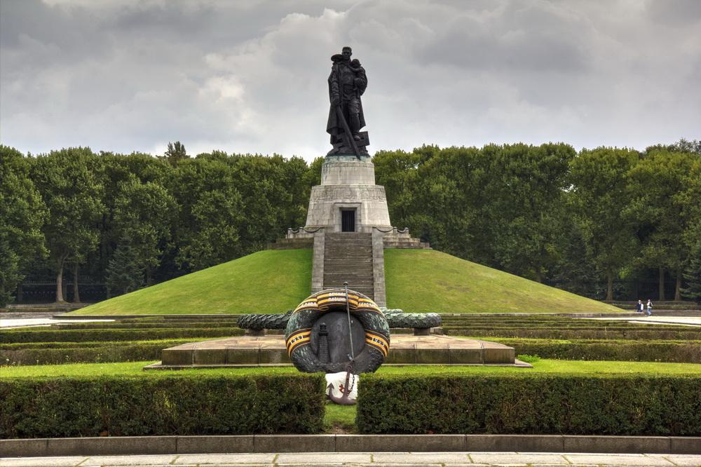 Памятник воину-освободителю в Берлине.