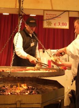 Немецкие колбаски на родрественской ярмарке.