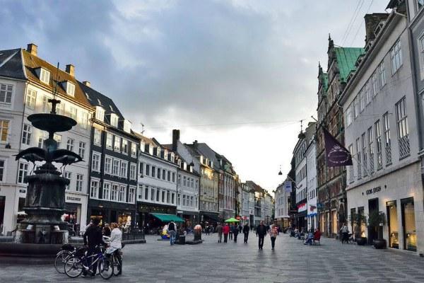 Улицы города.